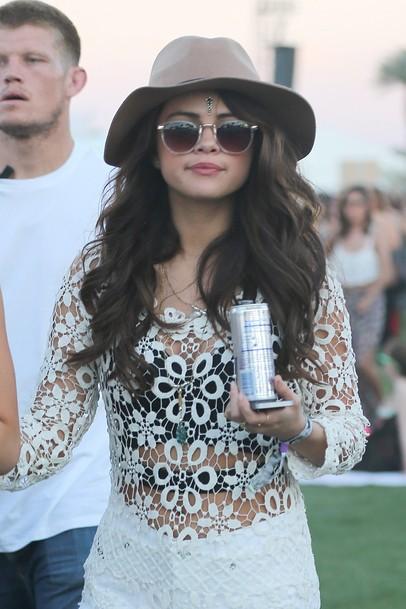 Selena-Gomez-et-sa-capeline_exact810x609_p