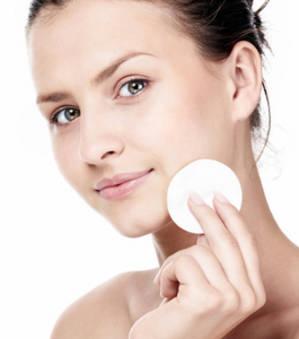 bien-choisir-son-demaquillant-est-essentiel-en-maquillage-pour-avoir-une-belle-peau_149299_w300