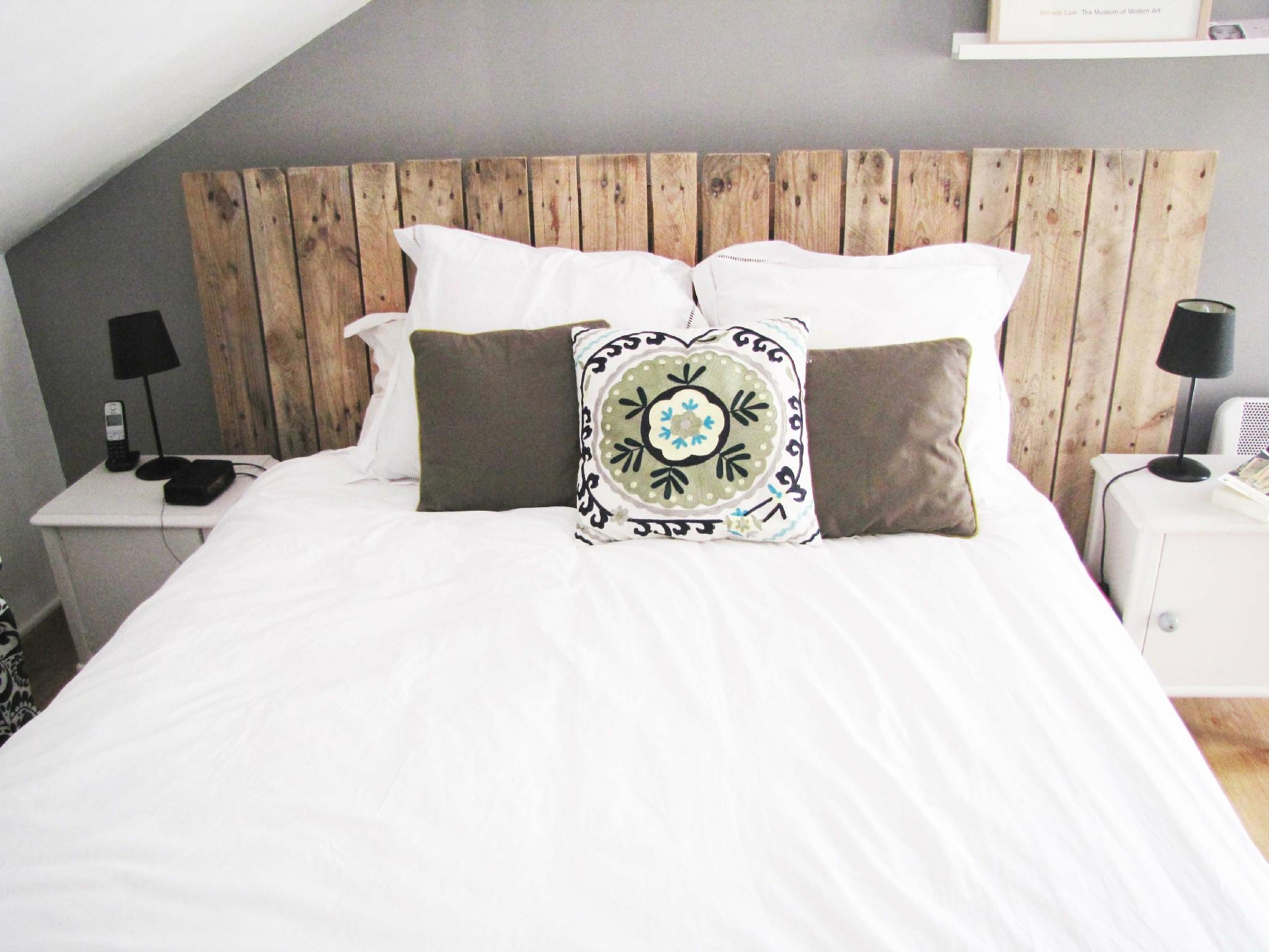 15 astuces pour faire des objets d co en r cup astuces - Modele tete de lit a faire soi meme ...