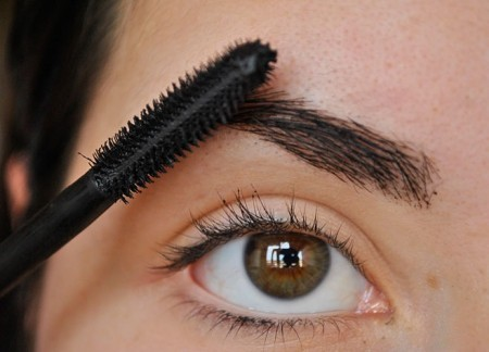 tips beauty-a-pass-the-daily-brows-Designed-450x324